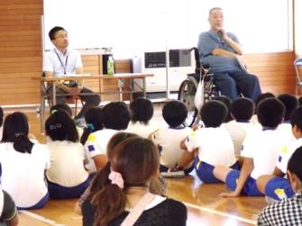 小学校での福祉講話