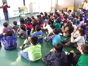 小学校での手話教室
